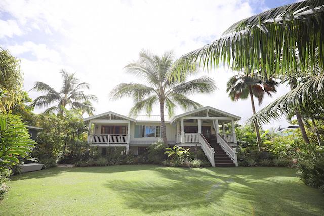 ケーキカット,自由なハワイ婚,ハワイ結婚式,ハワイウェディングのステップ,サッシュベルト,ウェディングドレス,アパナミサブログ