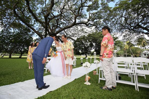 ハワイ婚,ゲストの服装,両親の服装,アロハシャツ,ムームー
